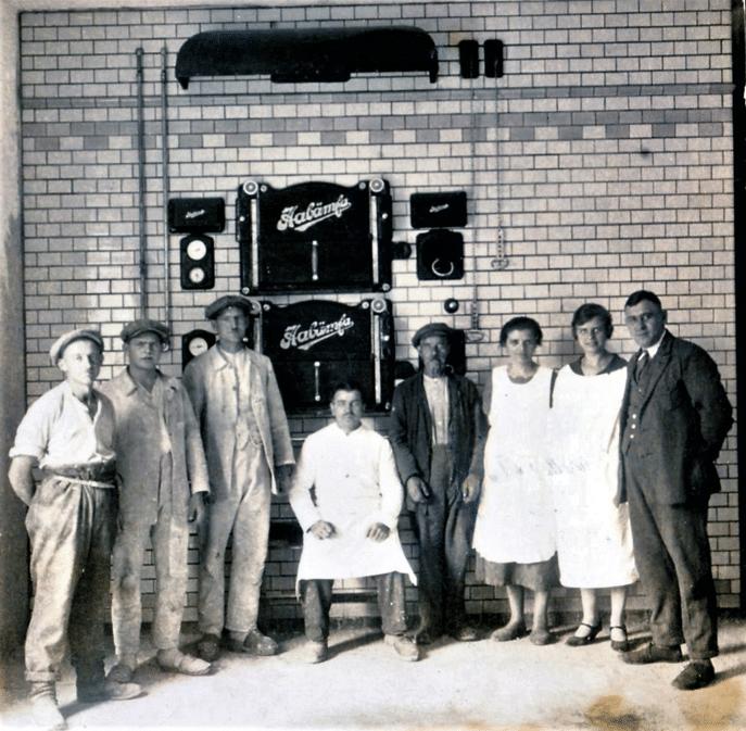 Weiß (sitzend) mit Frau Auguste und Tochter Margarete, 1928. Foto: Archiv B. Becker Bäckerei Lehnitz